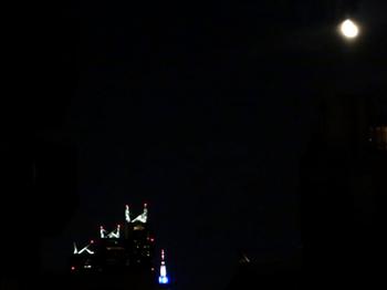 2017.7.16*新宿パークタワーと月*30.5-299.jpg