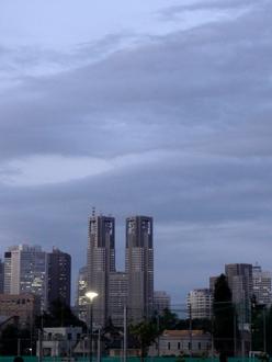 6.1*都庁の上に暗雲が*27-240.jpg